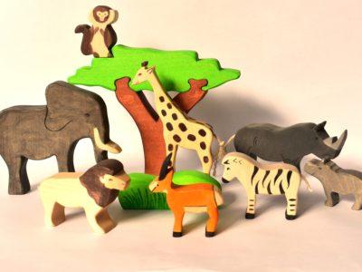 Figurine animale din lemn
