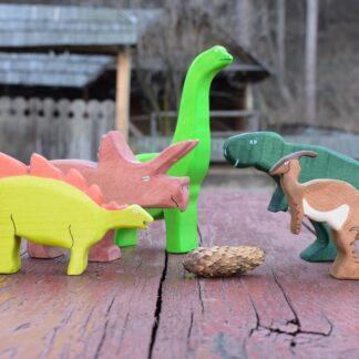 Dinozauri de jucarie din lemn